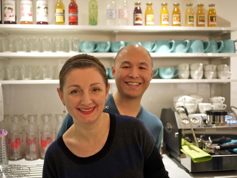 Elisa Dac in café - colour
